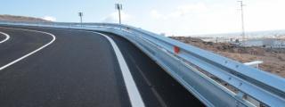 El Cabildo de Lanzarote adjudica las obras para la instalación de barreras de seguridad en las carreteras LZ-201 y en el enlace de la LZ-2 y LZ-3